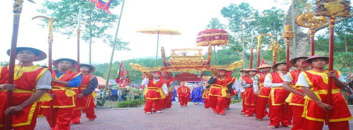 Hanoi-Travel-Den-Hung-2-1